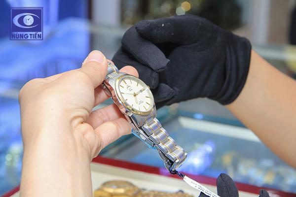 Đồng hồ đeo tay - món quà tinh tế tri ân những người thầy