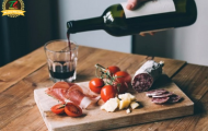 Hướng dẫn rót rượu vang như nhân viên phục vụ bàn chuyên nghiệp nhà hàng 5 sao