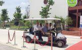 Xe điện hiện đại phục vụ quan khách cấp cao tại Lễ khánh thành Nhà máy nước mặt sông Đuống