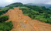 Băng rừng, lội bùn qua điểm sạt lở nguy hiểm