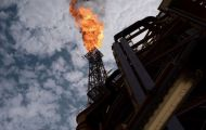 Giá dầu thế giới chạm mức cao nhất nhiều năm, giá vàng tăng nhẹ