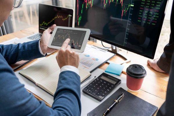 Dịch vụ tư vấn đầu tư chứng khoán: Lợi ích và hạn chế với nhà đầu tư?